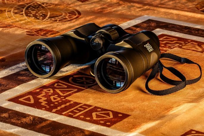 binoculars-431488_1920